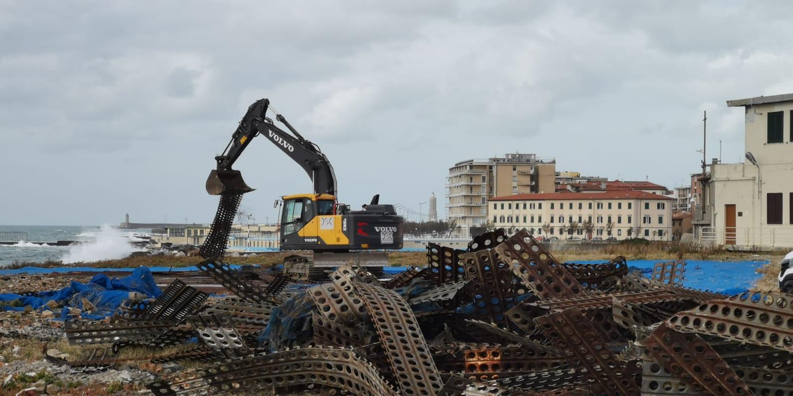 Ecoteti srl per Accademia Navale di Livorno Bonifica Terreni Contaminati, Rimozione Frammenti Eternit.