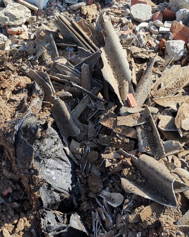 frammenti di amianto eternit da smaltire - Ecoteti srl